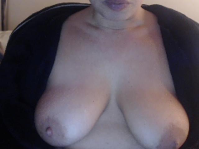 Online XXX Webcam With Famosa